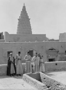 Easern Diaspora - Iraqi Jews in Front of Ezekiel's Tomb